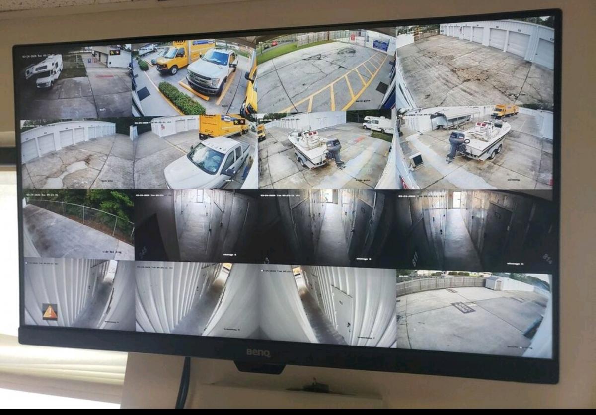 24/7 security cameras